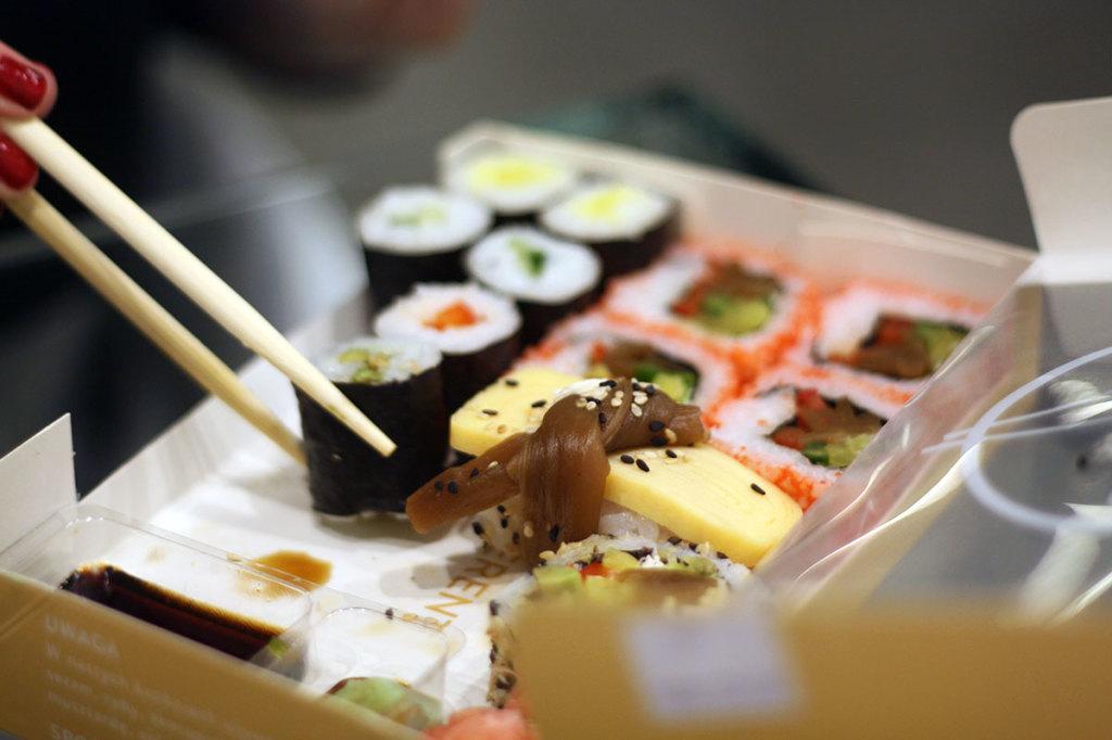 Sushi smaczne i świeże, a porcja w sam raz na jednąosobę.